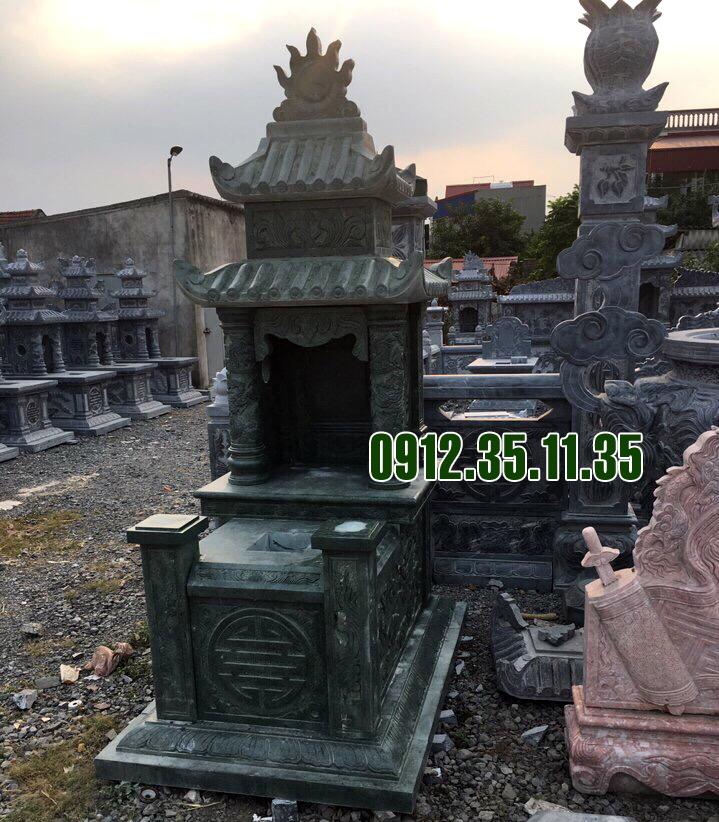 mộ đá hai mái làm bằng đá xanh rêu