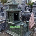 mộ đá xanh rêu có mái